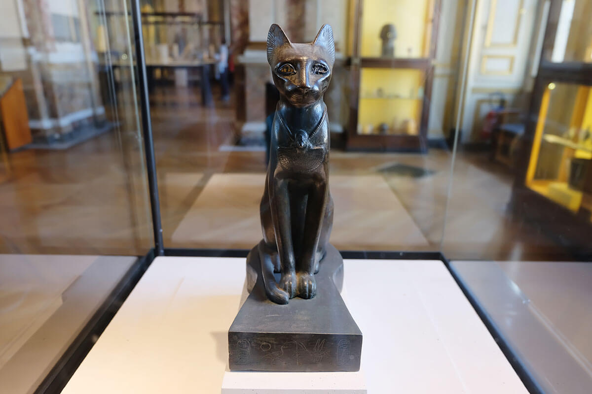Egypt cat sculptures Louvre, Paris